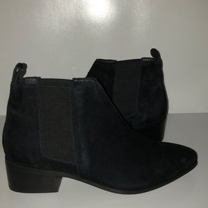 Raye Size 7 Black Suede Bootie NWT